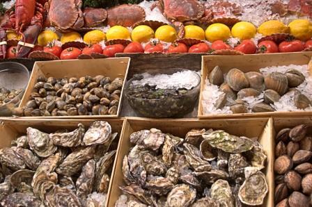 Austern kaufen beim Fischhändler